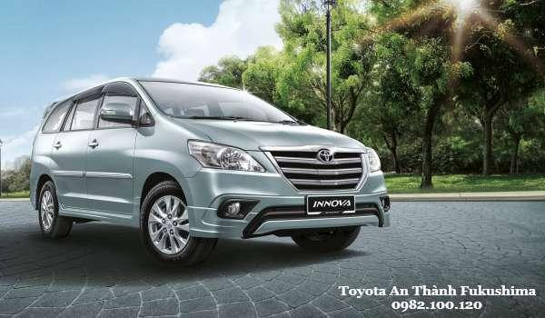 Toyota Innova 2016 Vi vu tren moi neo duong Viet