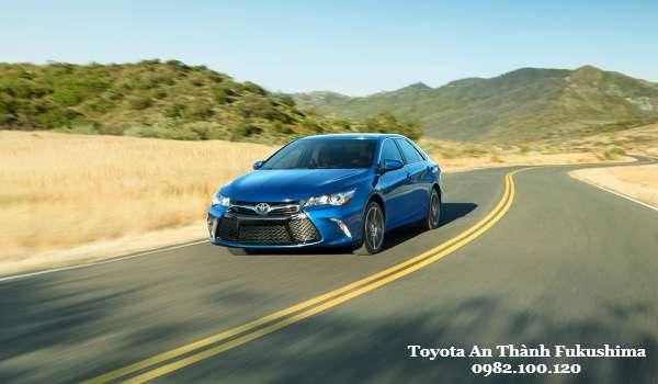 Toyota Camry 2016 Trang hoang cho thiet ke an tuong moi