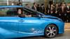 Toyota поставляет первый автомобиль Mirai на топливных ячейках Японскому премьер-министру (видео)