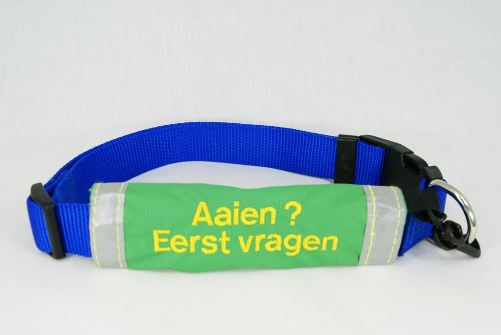 Groene-sleeve-om-halsband.jpg