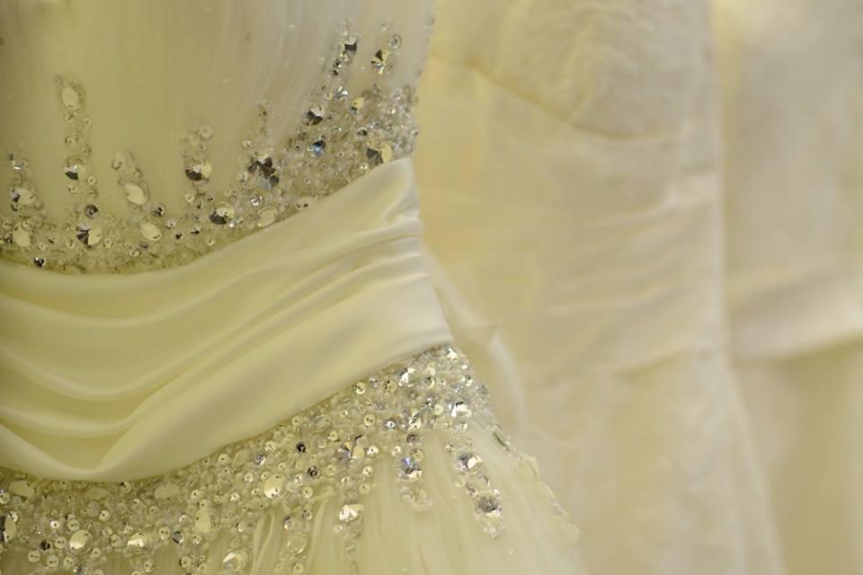 عروض رهيد لفساتين الأفراح خصومات مميزة ItMfQo.jpg