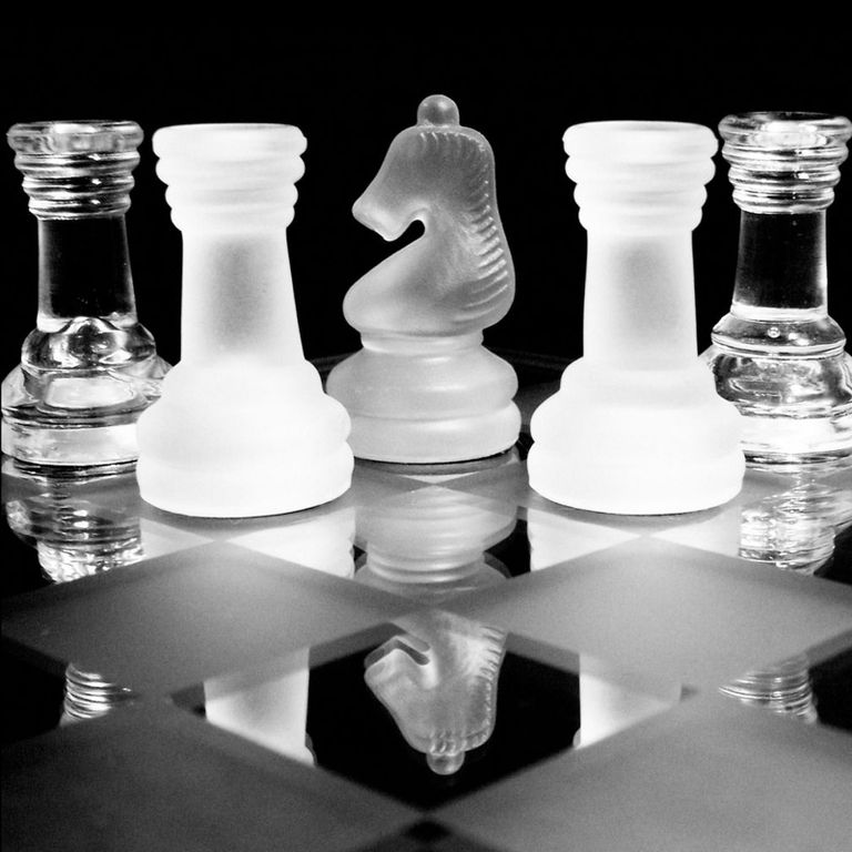 Traditional Classic 32 Piece Crystal Clear Glass Chess