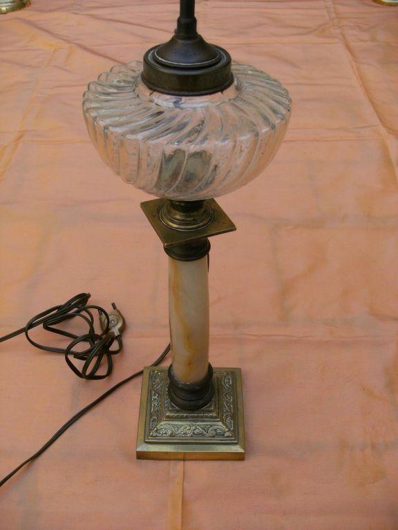 lampe p trole ancienne en marbre alb tre et bronze. Black Bedroom Furniture Sets. Home Design Ideas