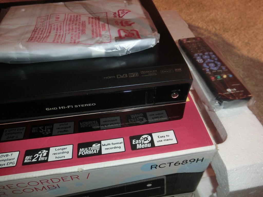 lg rct689h dvd enregistreur vhs lecteur vid o comme neuf. Black Bedroom Furniture Sets. Home Design Ideas