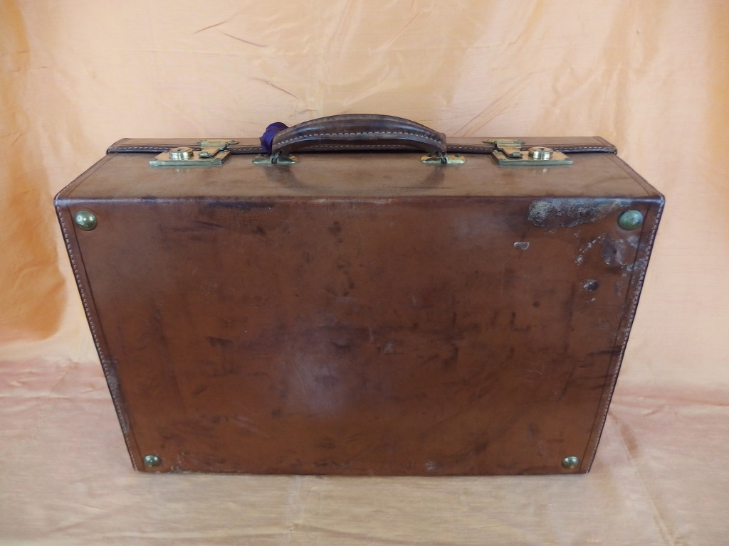 antique old vintage french vanity set travel leather suitcase bag case c 1920 ebay. Black Bedroom Furniture Sets. Home Design Ideas