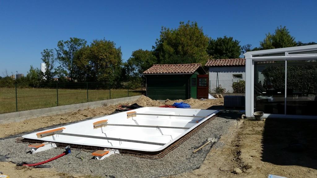 Construction d 39 une piscine coque en r gion toulousaine for Ceinture beton piscine coque