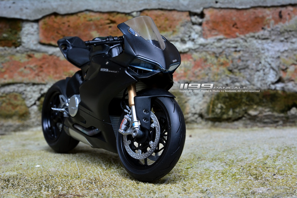 "Ducati 1199 Panigale S ""Super Black"" โดย Beebeen"