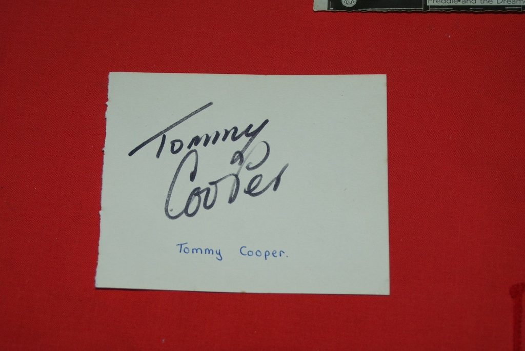ORIGINAL-HAND-SIGNED-TOMMY-COOPER-AUTOGRAPH-amp-REVERSE-BRIAN-RIX-039-S-COMPANY
