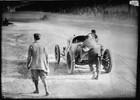 1912: Ralph DePalma dominava a prova, quando o carro quebrou na volta final. Joe Dawson venceu a segunda Indy 500. Determinado a terminar a corrida, DePalma e seu mecânico desceram e empurraram o carro até a linha de chegada.