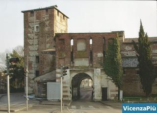 Santa Croce con torrione inagibile