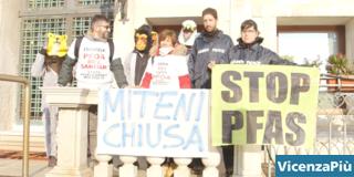 Greenpeace e Climate Defense Units in azione a Venezia