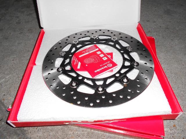 tuto changement disques et plaquettes sur mod le 2011 triumph speed triple fr. Black Bedroom Furniture Sets. Home Design Ideas