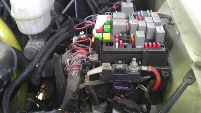 eI9Nn6 chevy and gmc duramax diesel forum view single post need help 2006 duramax fuse block diagram at mifinder.co
