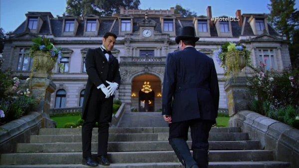 Promocionales de el hotel de los secretos de televisa for Bazzel el jardin de los secretos