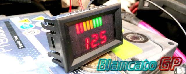 indicatore di carica voltmetro per batterie al piombo 12v led auto moto camper. Black Bedroom Furniture Sets. Home Design Ideas