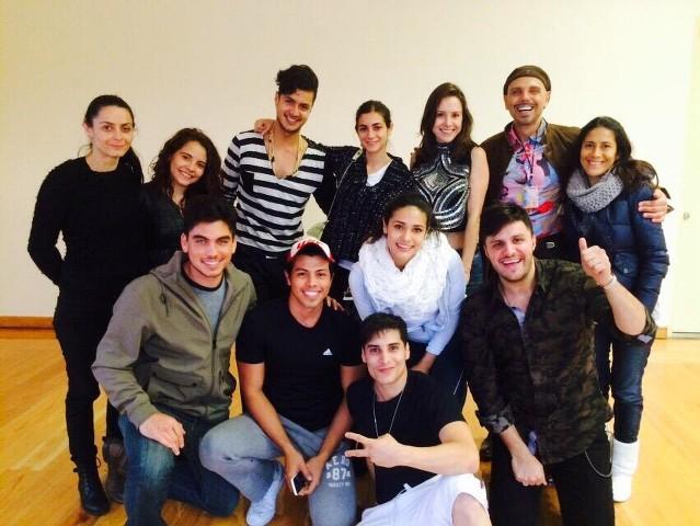 Parte del elenco de la telenovela Amor de Barrio