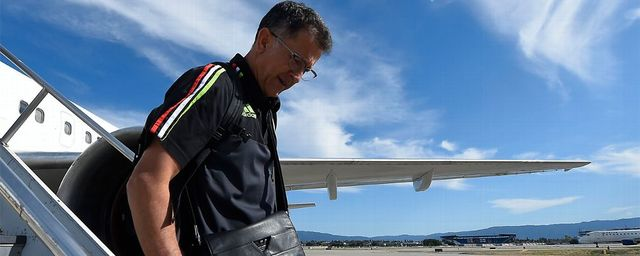 Juan Carlos Osorio ya viajó rumbo a Brasil con el Tri Olimpico