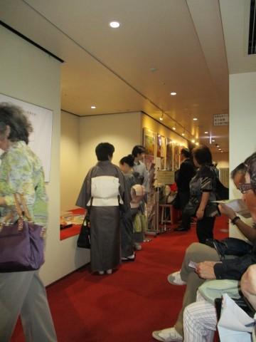 Японки бьют друг друга по лицу фото 10-396