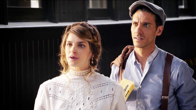 Irene Azuela como Isabel Alarcón y Erick Elias como Julio Olmedo