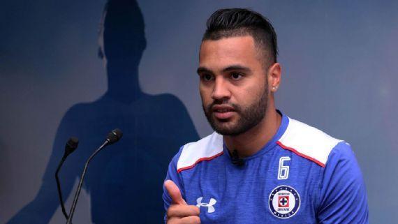 Cruz Azul compra a Velázquez  hasta el 2019
