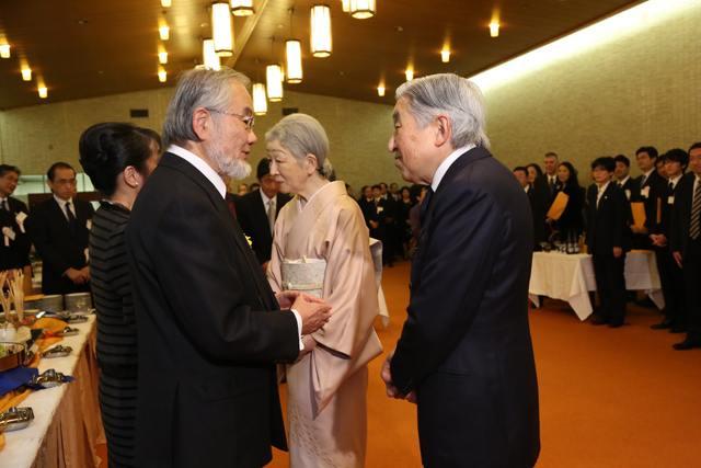 Японки бьют друг друга по лицу фото 10-375