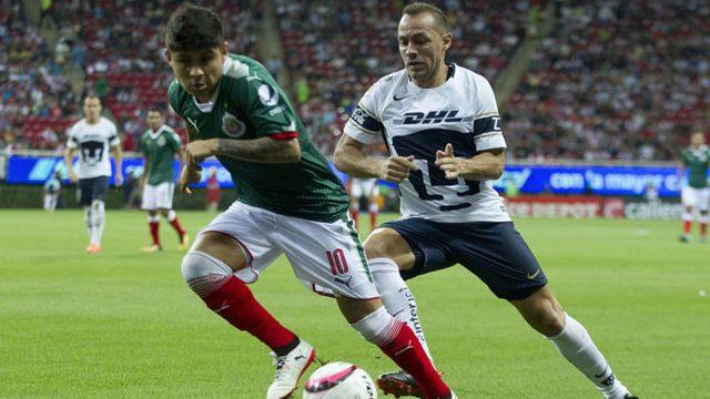Pumas busca un defensa, un delantero y a la Chofis López