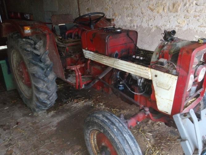 ih 323 a vendre pour pi ce ou a remettre en route les tracteurs rouges. Black Bedroom Furniture Sets. Home Design Ideas