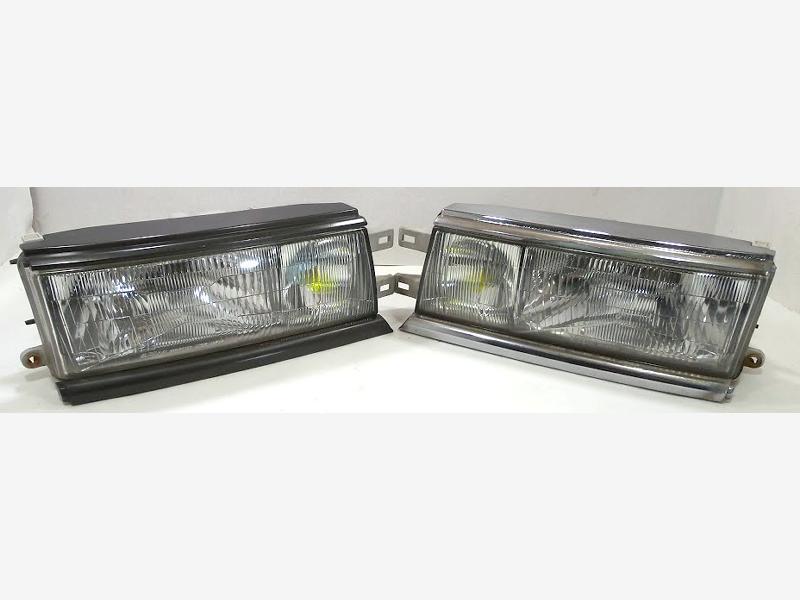 JDM OEM Nissan Laurel C33 head lights Left + Right