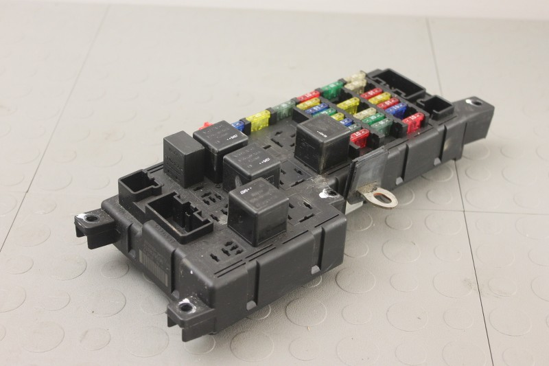 05 Volvo S60 S80 V70 Xc70 Xc90 Engine Bay Fuse Box Relay