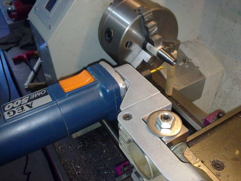 soporte y para fresar cilindro con el torno