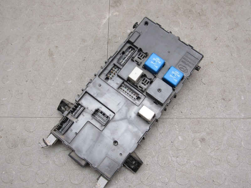 03 08 hyundai tiburon body control module fuse block 95490 2c310 l ebay. Black Bedroom Furniture Sets. Home Design Ideas