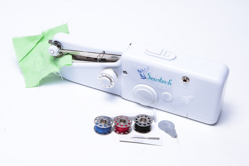 Mini macchina per cucire da viaggio cucito portatile for Macchina da cucire mini portatile