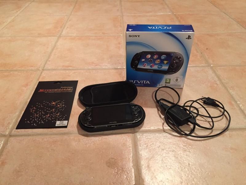 P: Playstation Vita Wifi + 16GB pam. karta