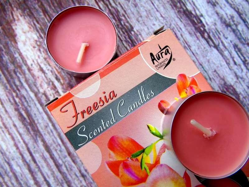 świeczki zapachowe frezja marki Aura