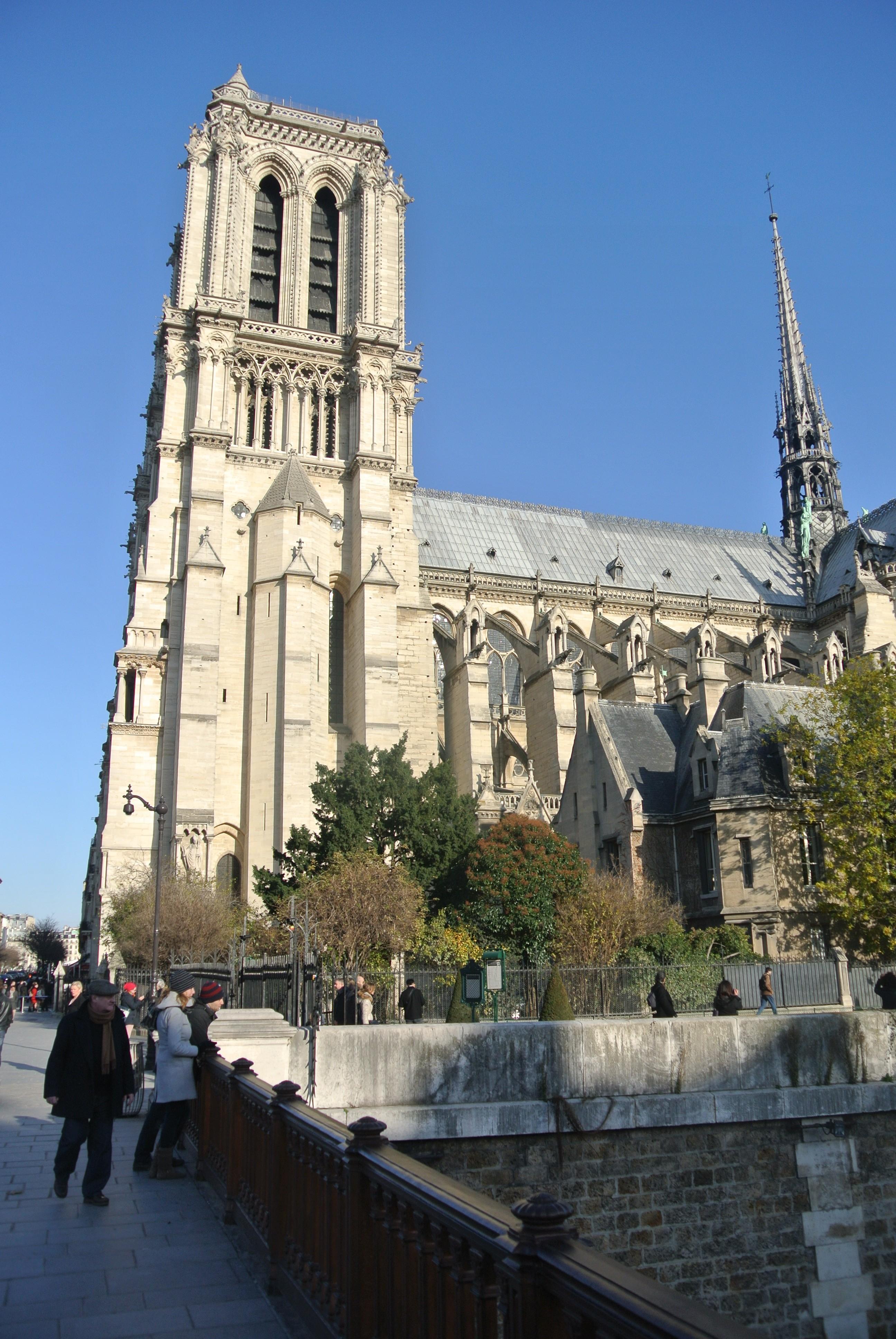 Side profile Notre Dame, Paris | Todd's Travels Travel Blog