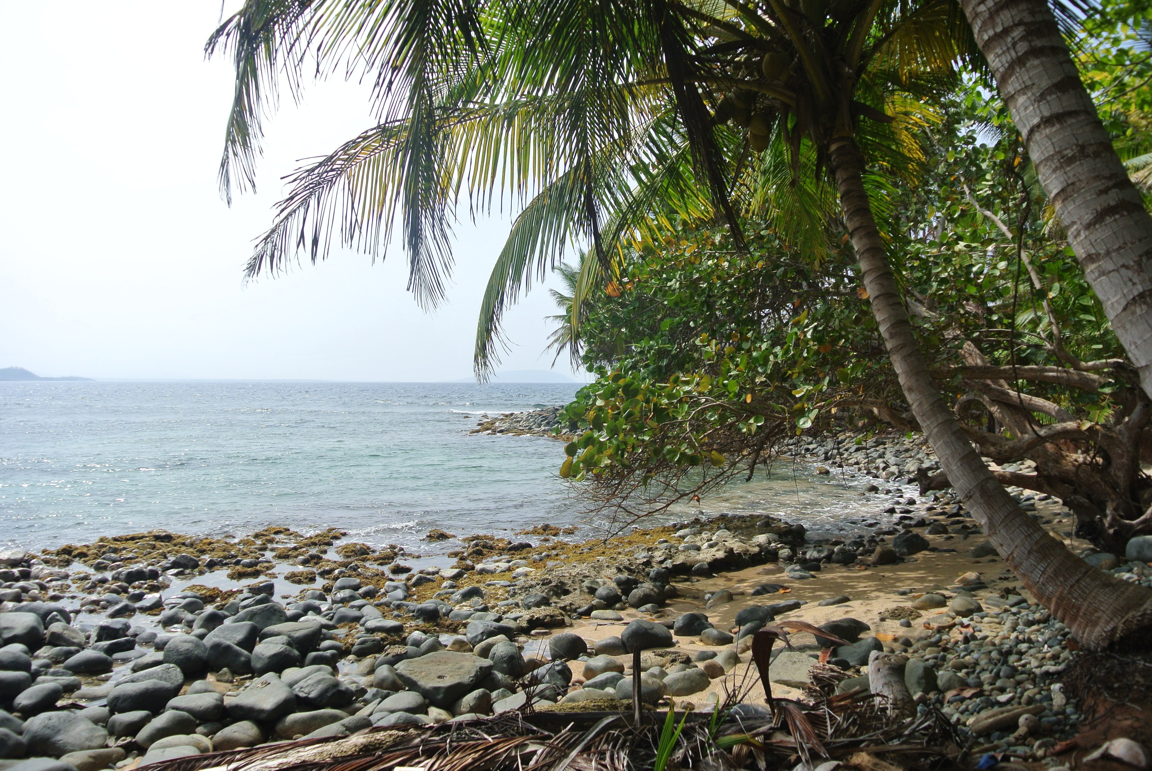 Look at these beautiful, unspoilt coves at the San Blas Islands in Panama.