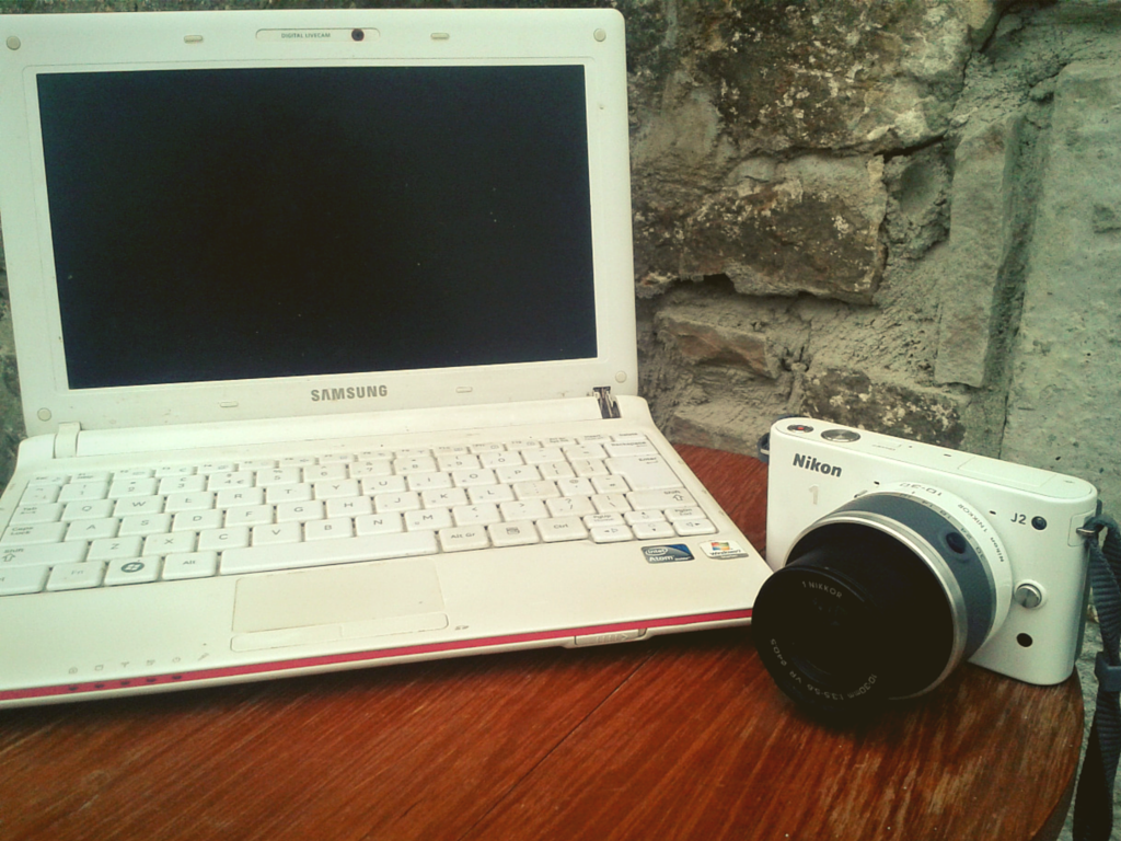 Notebook and good camera - a few of the must-have items for backpacking in Colombia