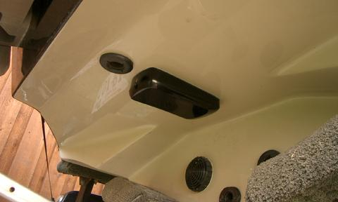 Transom mount transducer placement on stepped hull the for Lss 2 transducer trolling motor mount