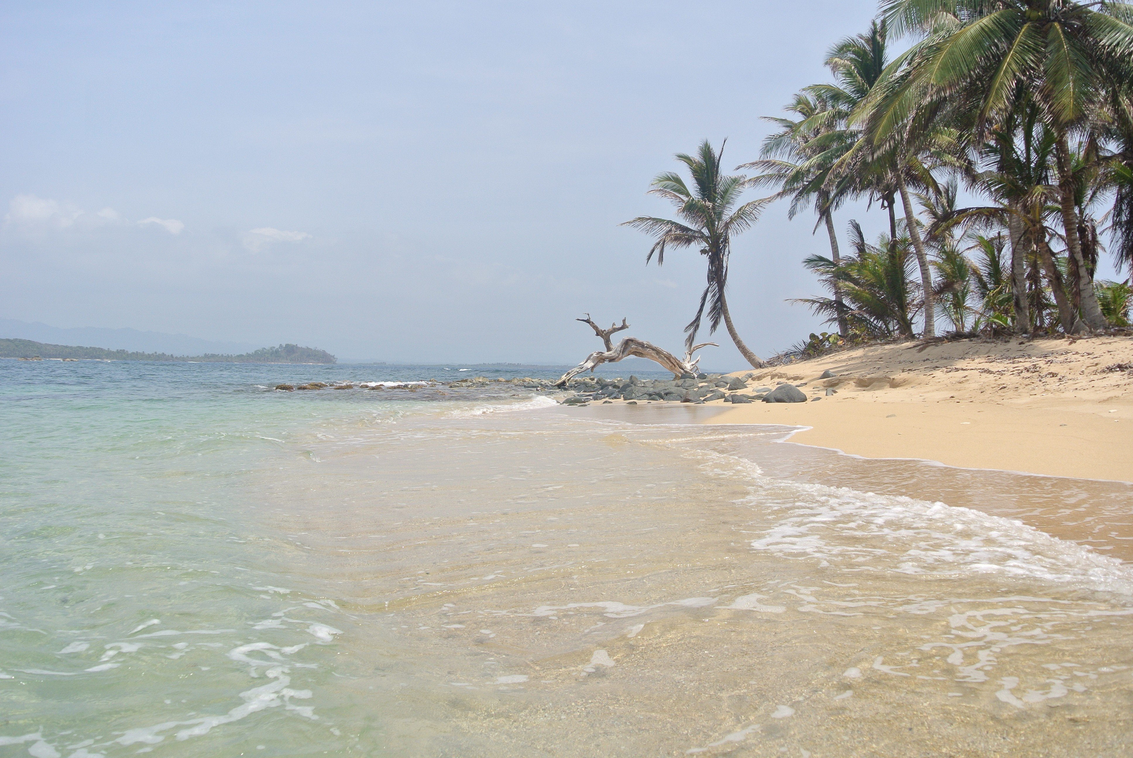 Beautiful beaches and clear blue sea can be found at the Kuna Yala Islands in Panama.
