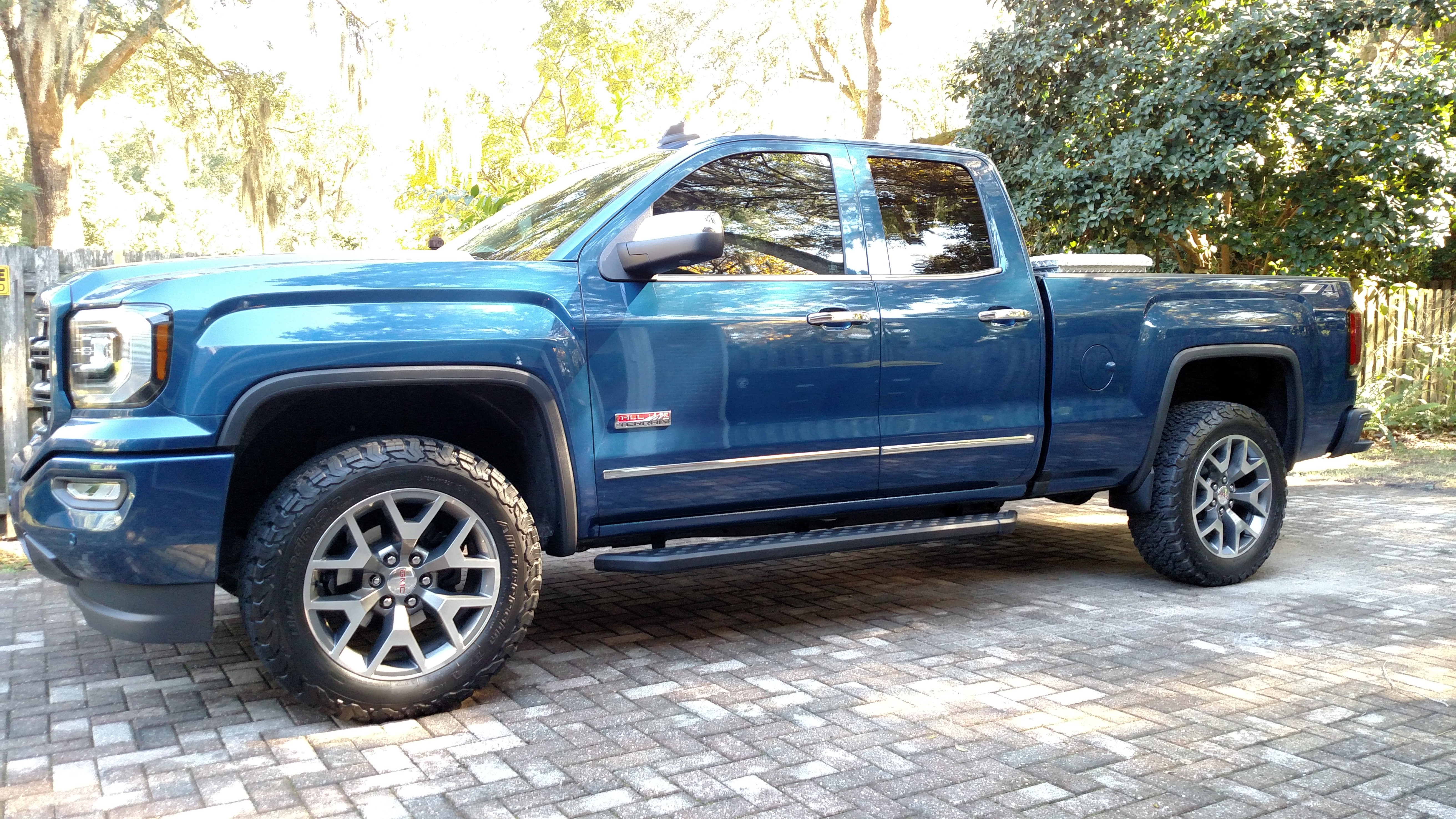 Interior 20Color 91000365 in addition 2018 Gmc Wireless Charging in addition 2013 as well 291052398808 likewise Bakflip Mx4 448122 Hard Folding Truck Bed Cover. on 2014 gmc sierra double cab