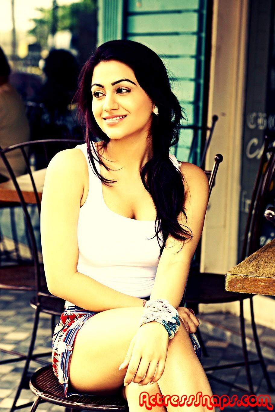 Aksha Pardasany Cute Photo Shoot Photos - Sexy Actress Pictures | Hot Actress Pictures