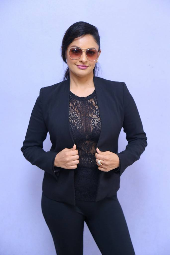 Actress Pooja Kumar in See-Through Blouse Pictures