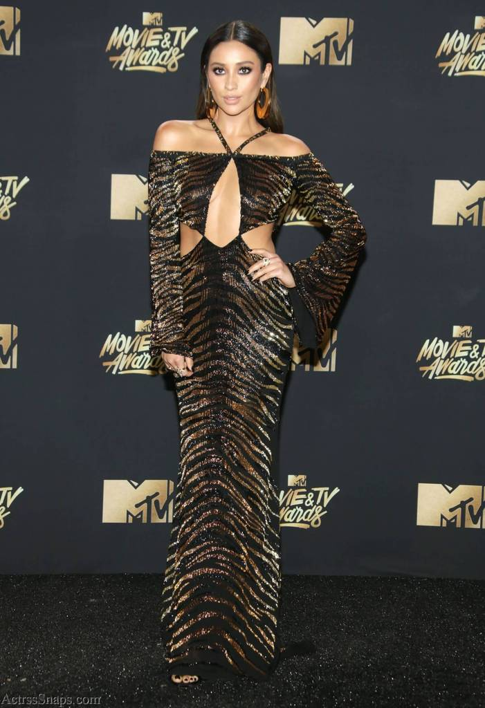 Hot Shay Mitchell Pictures from 2017 MTV Awards