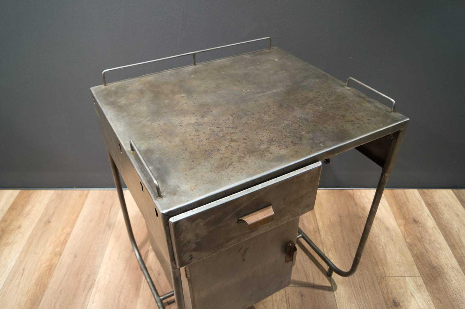 Industrie art deco 60er 70er jahre metallkommode for Schreibtisch 70er jahre