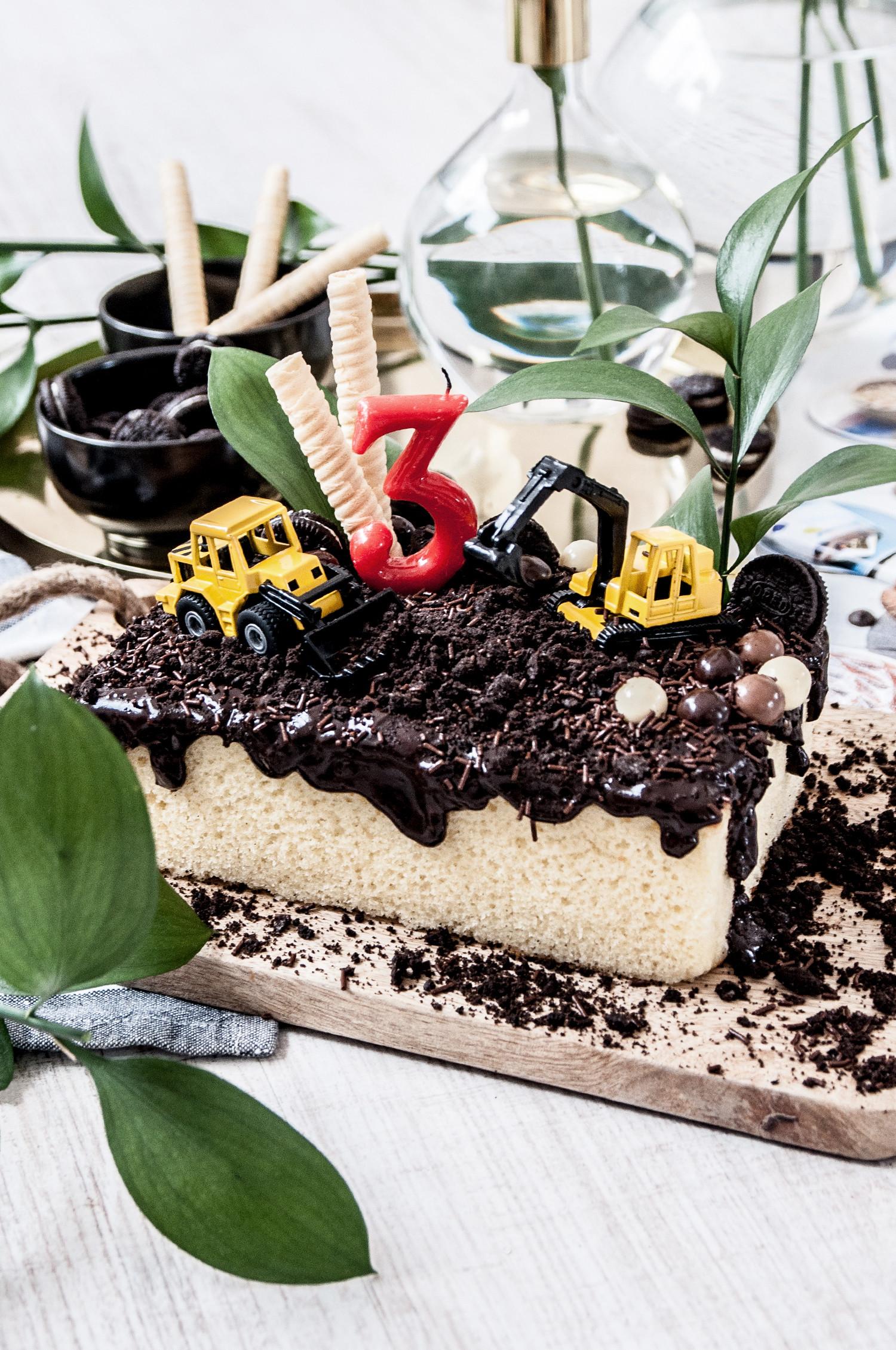 MATEO'S BIRTHDAY CAKE-14235-macarenagea