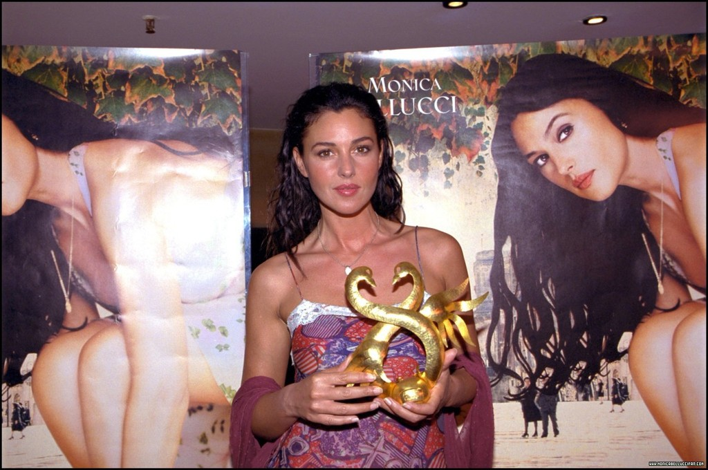 Monica Bellucci - Malena Movie Paris Premiere - Sexy Actress Pictures | Hot Actress Pictures