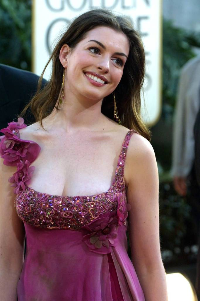 Kelly Brook - New Look Photoshoot - Sexy Actress Pictures   Hot Actress Pictures
