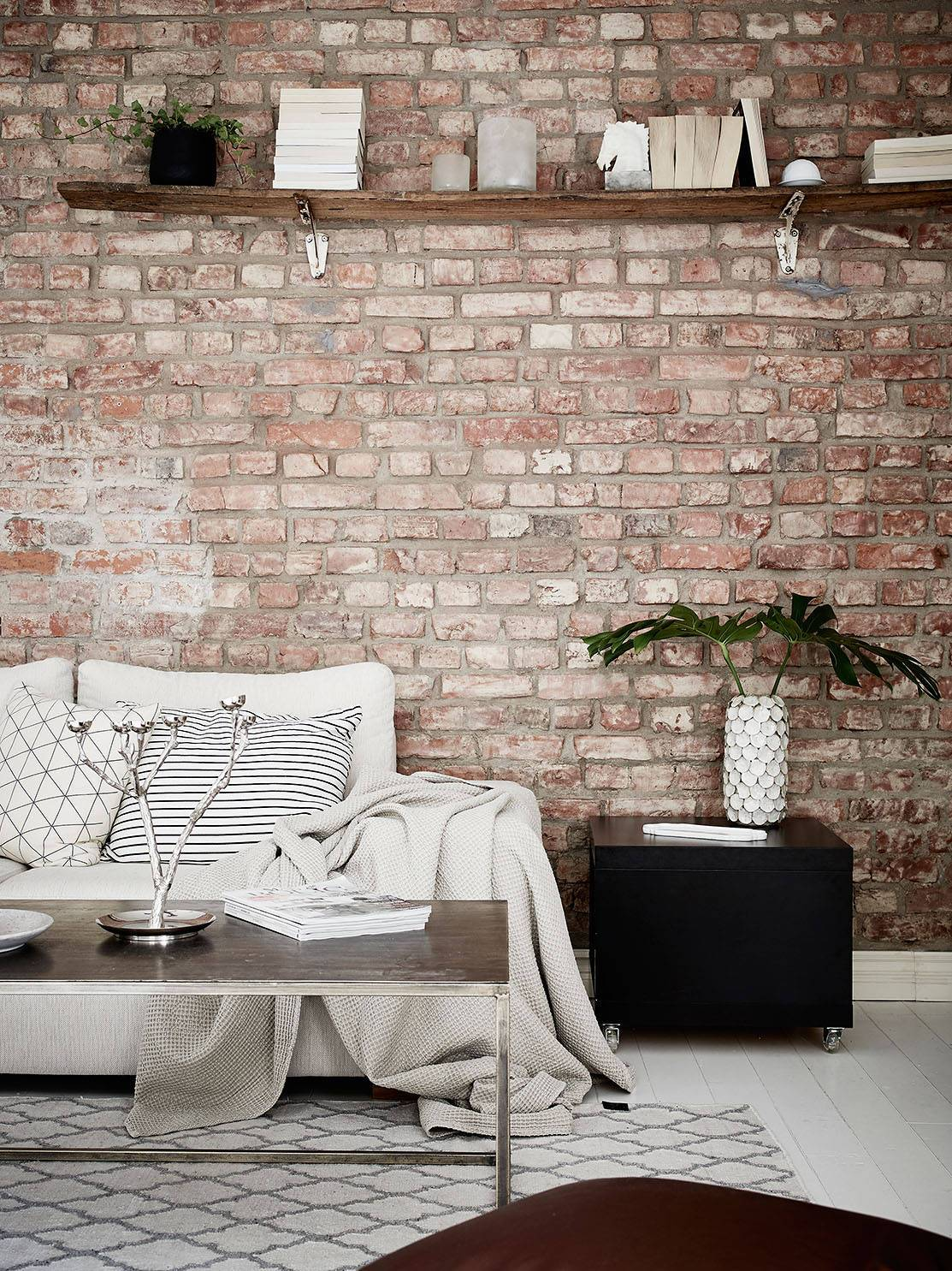 brick wall mi armario en ruinas bloglovin. Black Bedroom Furniture Sets. Home Design Ideas
