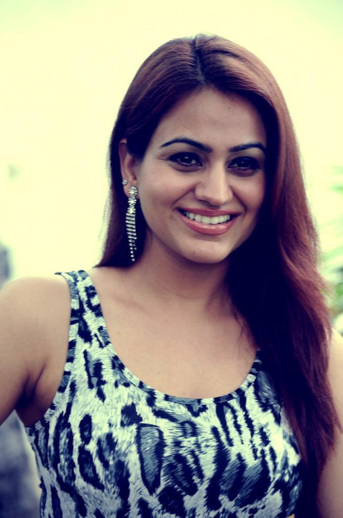 Latest Cute Aksha Pardasanny Stills at the