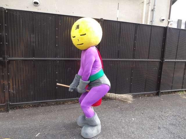 Mangetsu Man, super-héros nettoyeur de Tokyo